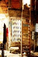 """REVISTA DA FOLHA - 25.07.2006 - Sao Paulo - Retrato da escritora Dinha (Maria Nilda Mota de Almeida) em rua da Favela de Vila Cristina, no Parque Bristol, onde mora. Dinha lancou o livro """"De Passagem Mas Nao a Passeio"""" (foto: João Wainer/Folha imagem)"""
